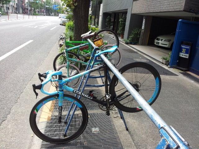 自転車屋 東京 自転車屋 原宿 : 店の前に駐輪バーがあるんです ...