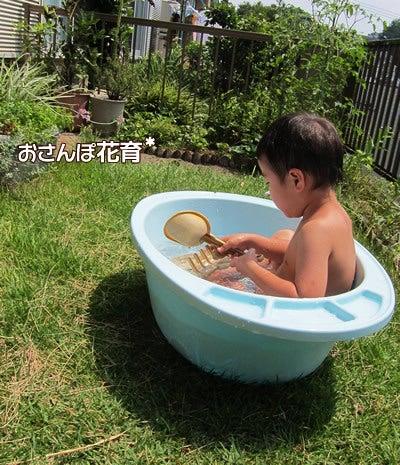 動画で見る!3分フラワーアレンジ-庭deプール(お風呂だけど)