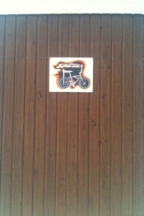 イナバの自転車ガレージの壁に ...