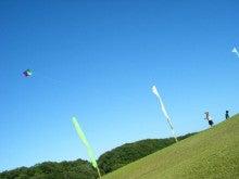 かおりんの舞台裏-夏空と凧揚げと少年