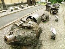 河野エコ丸が行く 東京eco探しの旅-震災で溶けたオブジェ