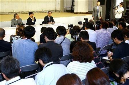 $気になるあの言葉・あのニュース!大辞典-島田紳助 引退記者会見で涙3