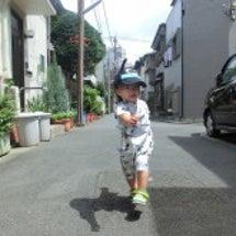 歩くのが楽しいお年頃…
