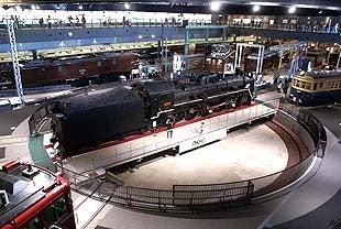 埼玉おもしろマップ-転車台上の蒸気機関車C57-135