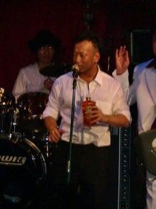 東京のライブハウス「新宿21世紀」生バンドで盛り上がってます