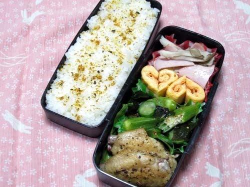 韓国料理研究家・ほんだともみのコリアンワールド-オクラとワカメのピリ辛酢の物