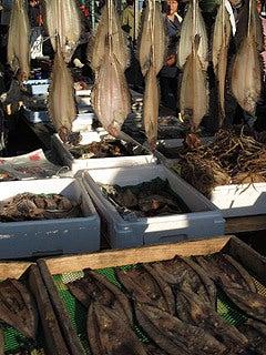 晴れのち曇り時々Ameブロ-朝市で売られていた干物