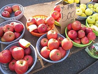 晴れのち曇り時々Ameブロ-朝市で売られていた青森りんご