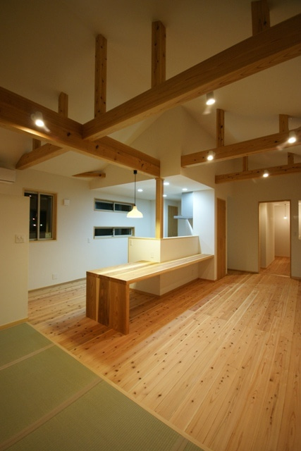 徳島県で家を建てるならサーロジック-キッチン一体型テーブル