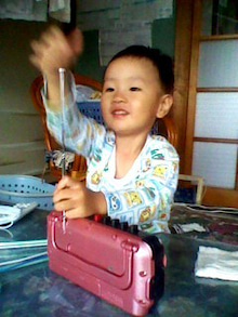 山田スイッチの『言い得て妙』 仕事と育児の荒波に、お母さんはもうどうやって原稿を書いてるのかわからなくなってきました。。。-111026_1013~001.jpg