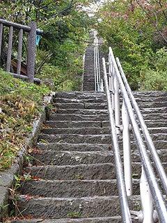 晴れのち曇り時々Ameブロ-愛宕神社の長い石段