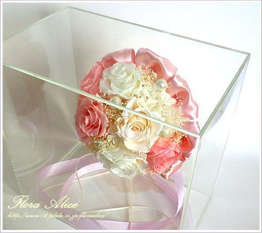 不思議な花のアリスのプリザーブドフラワーギャラリー-ラウンドブーケinアクリルボックス