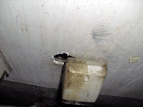 害虫・害獣から街を守るPCOの調査日記-ネズミがあけた壁穴