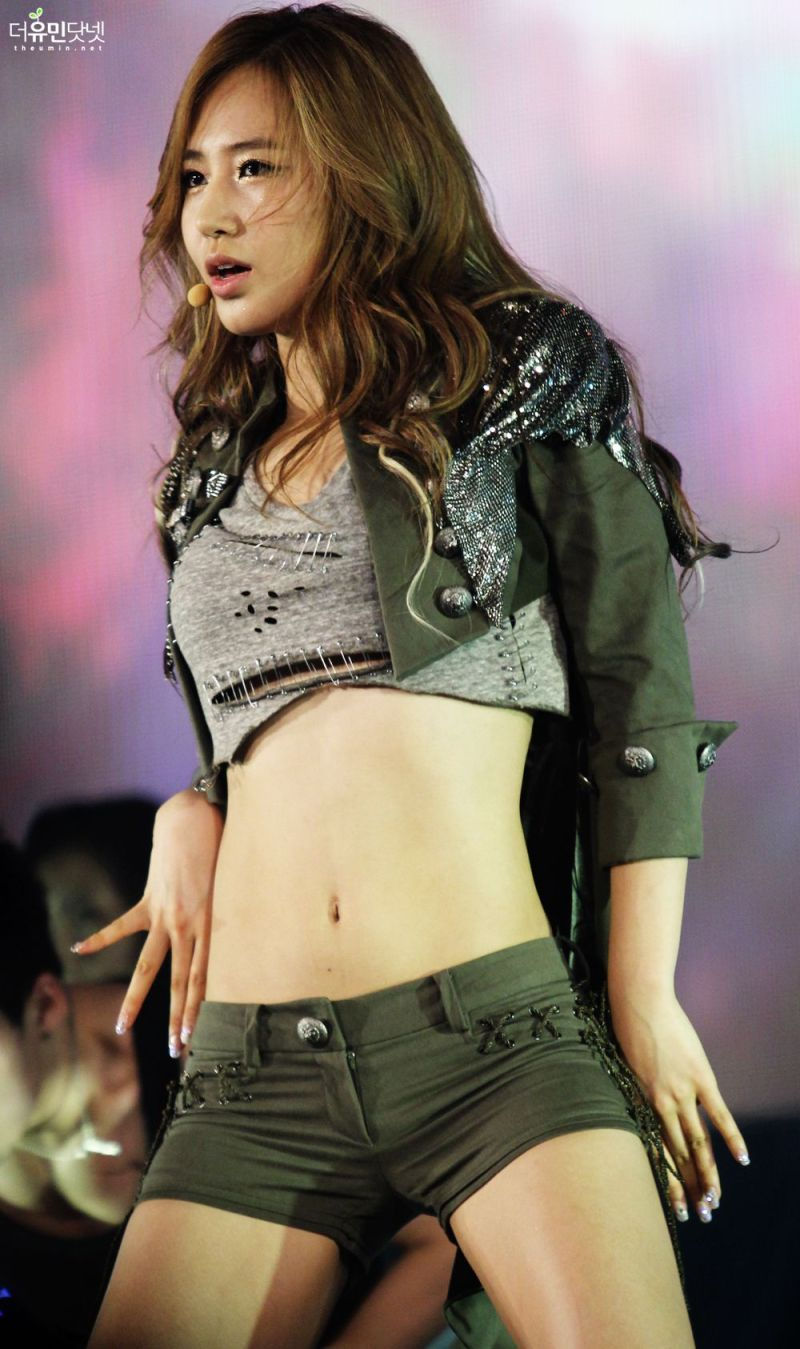 How did SNSDs Yuri get those perfect abs  Asianfanfics