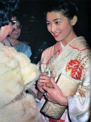NAVER まとめ【皇室】 皇后 美智子さまの若いころは、やはり美しかった。