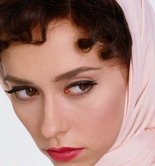 Time Tested Beauty Tips * Audrey Hepburn Forever *-jennifer-love-hewitt-audrey-hepburn