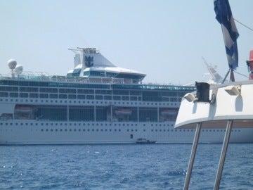 巨大クルーズ船