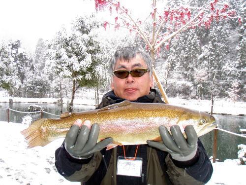 Dr.ミーヤンの下手っぴい釣りブログ-111225 52.5ロックトラウト