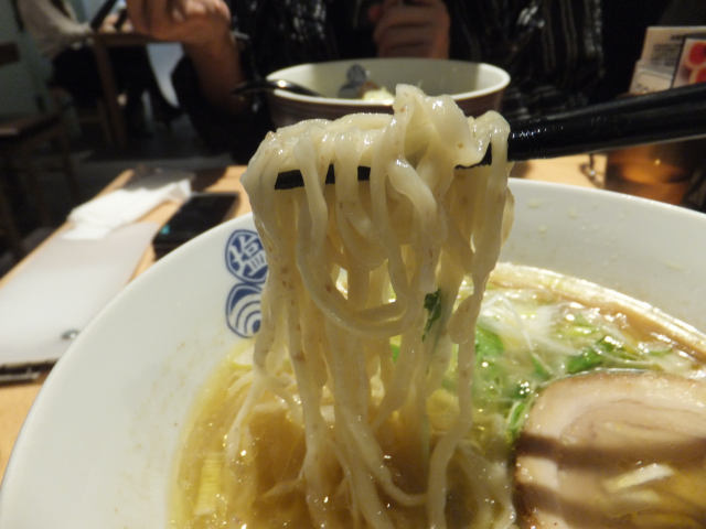 にゃほのラーメン日記(仮)-琥珀の麺