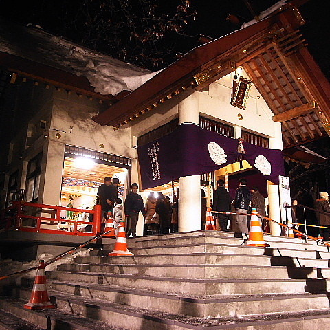 ナポリタンな毎日 (札幌フォト日記)-意外に人出の多い手稲神社