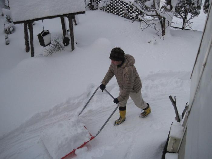 歩き人ふみの徒歩世界旅行 日本・台湾編-雪かき1