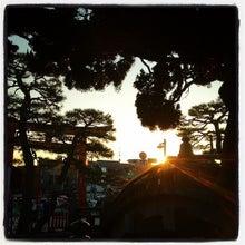 CAFE de MOUNT :: カフェでくつろぐ日本マウントWebスタッフのつぶやき-八幡宮の夕日