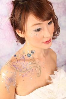 素肌に描く宝石の輝き   カリスマ主婦JUNKO