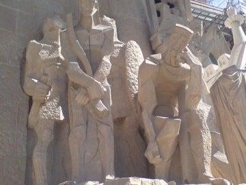 西側の彫刻1