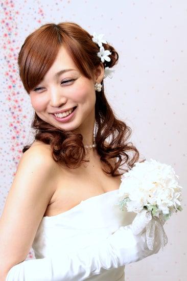 最新のヘアスタイル 結婚式髪型ハーフアップ 自分 : サイドにお団子を作ることで ...