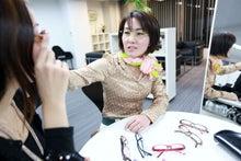 メガネプランナー宮キヌヨの素顔より魅力的なメガネ美人になれる「似合うメガネの選び方」