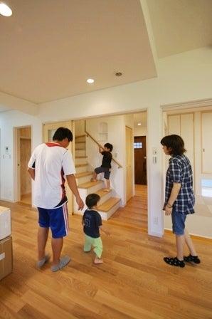 徳島県で家を建てるならサーロジック-リビング階段