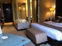 $庭クイック社長のブログ ~緑の中で働く社長のブログ~-バンコクのホテルの室内の写真