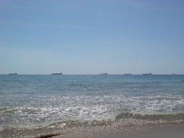 船が並ぶビーチ