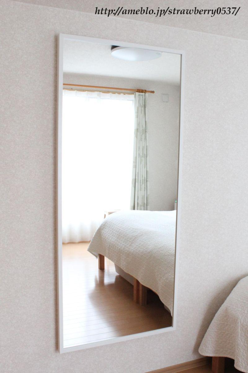 寝室にIKEAの鏡を設置。