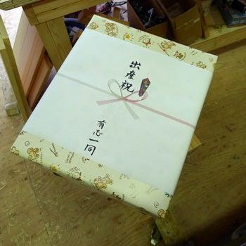 木糸土カミさん日記@伊東有志一同で出産祝いに無垢の子供椅子『キッズチェア』