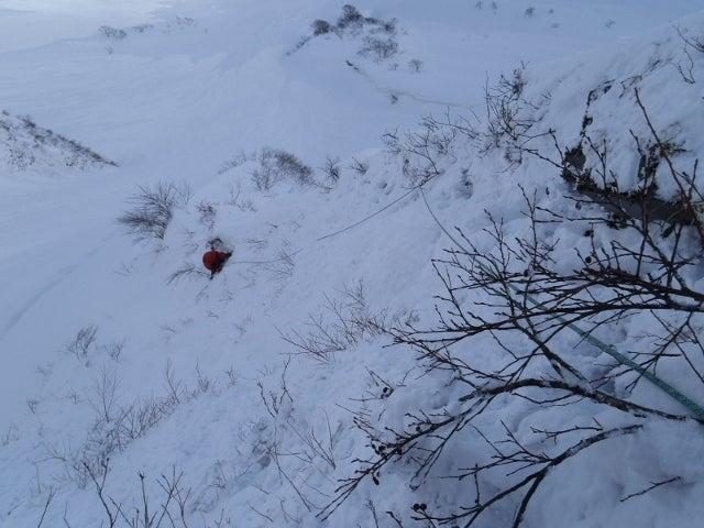関西蛍雪山岳会のページ-1ピッチ目・45m・傾斜の強い雪壁