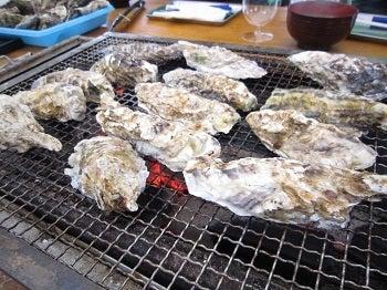 $プロ厳選外れないワイン酒屋 福岡県春日市千歳町-牡蠣を焼く
