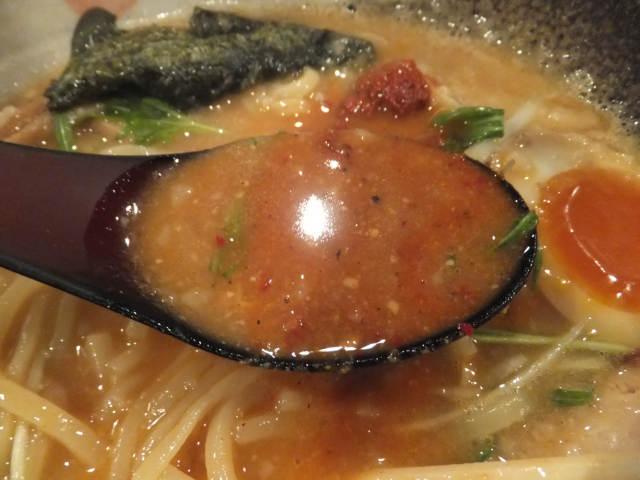 にゃほのラーメン日記(仮)-辛味投入後のスープ