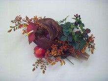 造花のフラワーアレンジメント-造花「リンゴとベリーの壁掛け」ウォールデコ