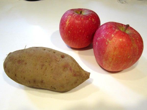 おもいでのヤンゴ-さつまいもとりんご2個