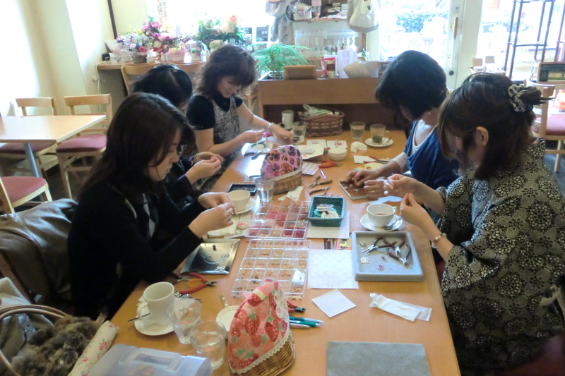 大阪東住吉区カフェ 美味しいランチとスイーツが楽しめるお洒落カフェライチ-アクセ教室