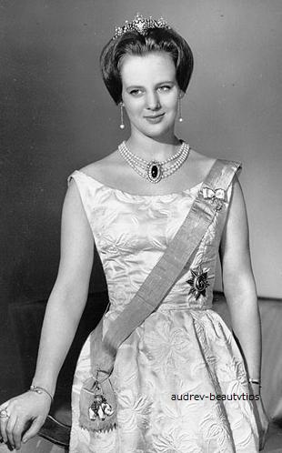 【デンマーク王室】デンマーク女王 マルグレーテ2世と義理の娘のティアラ