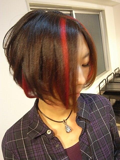 最近作った髪型222(アシンメトリーのショートに赤いメッシュ ...