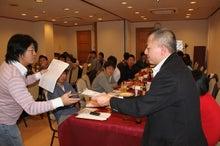 新宿ではたらくサイコロ社長(セミナー企画・アロマサロン経営・ITエンジニアリング)-景品お渡し⑥