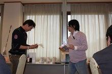新宿ではたらくサイコロ社長(セミナー企画・アロマサロン経営・ITエンジニアリング)-景品お渡し①