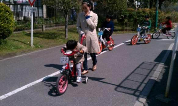 自転車の 小さい自転車 大人 : 銀座で子育て