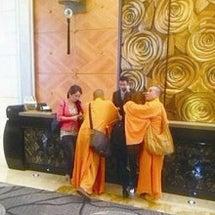 中国偽僧侶が女性をホ…