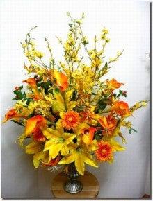 造花のフラワーアレンジメント-造花アレンジ「カサブランカとレンギョウとカラー」