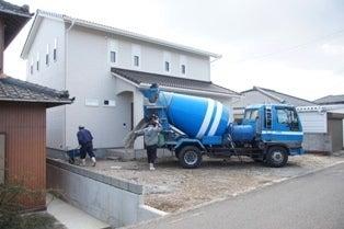 徳島県で家を建てるならサーロジック-ミキサー車