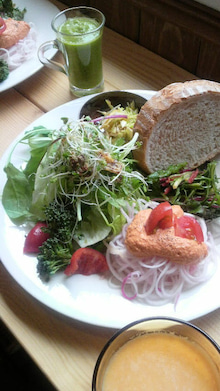 ローフードカフェ Raw8 Cafe-2012031512430000.jpg